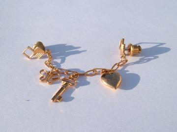 Small 70s gold tone double pin dangler
