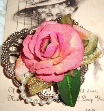 Pink flower  goldtone heart vintage brooch