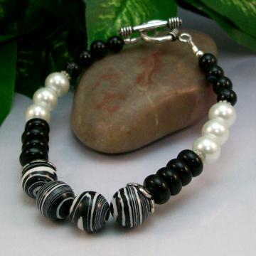 Black and White Calsilica Glass Pearl and Black Agate Bracelet