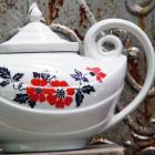 Red Poppy Aladdin Teapot Halls Superior Quality  China
